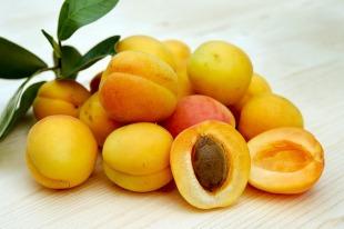 apricots-2523272_640